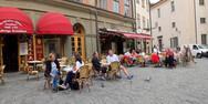 Κορωνοϊός: Παραμένουν... εθελοντικοί οι περιορισμοί στην Σουηδία