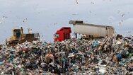 Χατζηδάκης: Πρόστιμα από 15 έως 35 ευρώ τον τόνο σε δήμους που θάβουν σκουπίδια