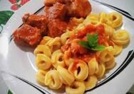 Μαγειρέψτε μπουκίτσες χοιρινές με τορτελίνια