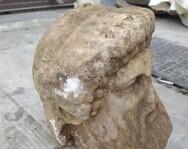 Έσκαβαν στην Αθήνα για έργα υποδομών και βρήκαν κεφαλή αγάλματος στην Αιόλου