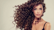 Αυτά είναι τα συνηθισμένα λάθη που κάνουμε στα σγουρά μαλλιά