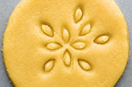 Tρικ για τέλειο σχήμα ή σχέδιο στα σπιτικά μπισκότα (video)