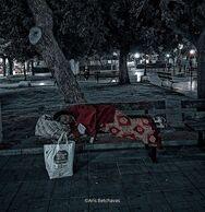 Πάτρα: Άστεγοι τις νύχτες, στις έρημες πλατείες και τους άδειους δρόμους, μιας πόλης 'νεκρής'