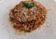 Μαγειρέψτε ριζότο με πιπεριές και παρμεζάνα