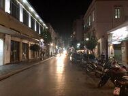 Όλο το ιστορικό κέντρο της Πάτρας φωτεινό και η Μαιζώνος «γυμνή» και στο σκοτάδι (φωτo)
