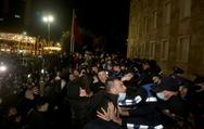 Αλβανία: Φωτιές, δακρυγόνα και συγκρούσεις για την δολοφονία 25χρονου