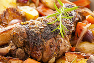 Μαγειρέψτε αρνάκι στη γάστρα με λαχανικά και μπύρα