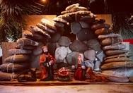 Η Φάτνη που φτιάχτηκε από τις πέτρες της παραλίας των Αραχωβιτίων