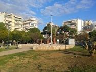 Τρεις πλατείες στο κέντρο της Πάτρας που οι γιορτές δεν τις έχουν καν 'αγγίξει'!