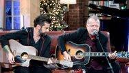 Ο Νίκος Ζιώγαλας και ο Θοδωρής Μαραντίνης ανοίγουν το χριστουγεννιάτικο «Μουσικό Κουτί» στην ΕΡΤ (video)