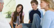 Έφηβοι: Τι ανησυχεί περισσότερο τους γονείς εν μέσω πανδημίας