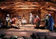 Πάτρα: Κατεβαίνουν στο χριστουγεννιάτικο χωριό της πλατείας Γεωργίου για να νιώσουν κάτι από γιορτές