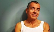 Σταύρος Θεοδωράκης: Στηρίζει Τσιόδρα και φωτογραφίζεται με φανελάκι