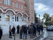 Θεοφάνια: Με αποστάσεις μέσα στις εκκλησίες, συνωστισμός για τον Αγιασμό απ' έξω (φωτό)