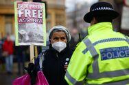 Βρετανία: Παραμένει υπό κράτηση ο Ασάνζ