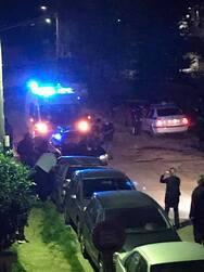 Πάτρα: Αναστάτωση στην οδό Άθω - ΙΧ έπεσε πάνω σε σταθμευμένα οχήματα (φωτο)