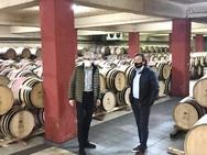Ο Άγγελος Τσιγκρής δίπλα στους οινοποιούς της Αιγιάλειας για την ανάδειξη του κρασιού (φωτο)