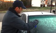 Αυτό είναι το κόλπο για να φύγει ο πάγος στο παρμπρίζ του αυτοκινήτου