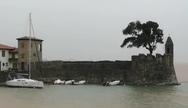 Ναύπακτος - Τα νερά του λιμανιού έγιναν καφέ από την έντονη βροχόπτωση (video)