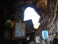 Αχαΐα - Το παρεκκλήσι στο Άνω Καστρίτσι που βρίσκεται στο εσωτερικό ενός δέντρου (φωτο+video)