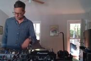 Άγρια μαύρη αρκούδα διακόπτει DJ Set στο σπίτι (video)