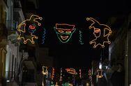 Ανάβει απόψε ο καρναβαλικός διάκοσμος στην Πάτρα!