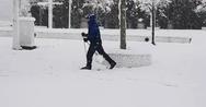 Πήρε τα χιονοπέδιλα και βγήκε για σκι στο Μαρούσι