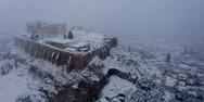 Πυκνή χιονόπτωση και στο κέντρο της Αθήνας