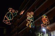 Φιγούρες, μάσκες και σερπαντίνες έδωσαν καρναβαλικό χρώμα στους δρόμους της Πάτρας!