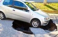 Αγρίνιο: Άσφαλτος «κατάπιε» αυτοκίνητο (φωτο)