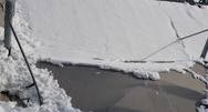 Βενζινάδικο κατέρρευσε από το βάρος του χιονιού στο Χαϊδάρι (video)