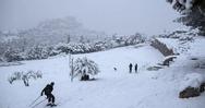 Είναι αλήθεια ότι αν βγούμε στο κρύο θα κρυολογήσουμε; - Τι λένε οι ειδικοί