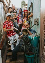 """Ε, «Ναι μωρέ»! Το Πατρινό Καρναβάλι του κορωνοϊού βρήκε το hit του - Πώς """"γεννήθηκε"""" (βίντεο)"""