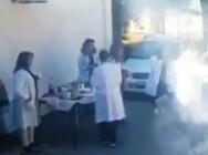 Έστησαν κορωνοπάρτι την Τσικνοπέμπτη με χορούς και χωρίς μάσκες στο Κέντρο Υγείας Γαλατά (video)