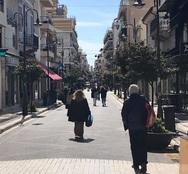 Όλη η Ελλάδα στα γαλανόλευκα, εκτός της Πάτρας - Ούτε μία σημαία στους κεντρικούς δρόμους (φωτό)