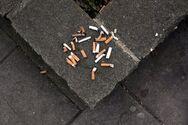 Βρετανία: Οι καπνοβιομηχανίες θα πληρώνουν για την πληγή των αποτσίγαρων