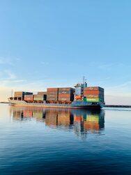 ΗΠΑ: Χιλιάδες κοντέινερ με προϊόντα κατέληξαν στον πάτο του Ειρηνικού Ωκεανού