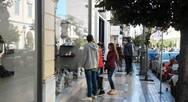 Έμποροι Πάτρας: Ανοικτά μαγαζιά με κηδειόχαρτα και μαύρες σημαίες - Δεν θα υπάρχει εξυπηρέτηση πελατών τη Δευτέρα