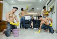 Σιγκαπούρη: Άντρες χωρίς μπλούζες σου καθαρίσουν το σπίτι (φωτο)