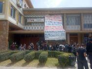 Πάτρα: Απέκλεισαν την Πρυτανεία του Πανεπιστημίου οι φοιτητές - 'Ανεπιθύμητη η αστυνομία στο Πανεπιστήμιο'