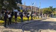 Πάτρα: Φοιτητές προχώρησαν σε συμβολική περικύκλωση της πρυτανείας του Πανεπιστημίου (φωτο)