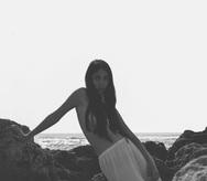 Η topless φωτογραφία της πατρινής Παρασκευής Κερασιώτη που κόντεψε να ρίξει το instagram
