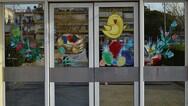 Πάτρα: Πασχαλινές ζωγραφιές στολίζουν τις εισόδους του νοσοκομείου 'Αγ. Ανδρέας' (φωτο)