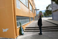 Πάτρα: Kατάθεση στεφάνων στα Δημοτικά Σχολεία Αγίας Σοφίας και Δροσιάς