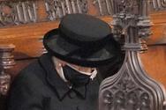 Ο «κανόνας» που παραβίασαν Ελισάβετ και Κάρολος στην κηδεία του Φιλίππου