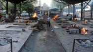 Κορωνοϊός - «Σαρώνει» η ινδική μετάλλαξη: Καίνε τους νεκρούς σε κρεματόρια στο Δελχί (pics+video)