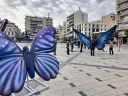 Έφτασαν οι πεταλούδες στην πλατεία Γεωργίου της Πάτρας (φωτο)