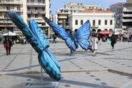 Πάτρα: Με τα σύμβολα της Ειρήνης και της Άνοιξης στολίστηκαν οι πλατείες Τριών Συμμάχων και Γεωργίου (φωτο)