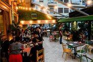 Κοσμοσυρροή σε εστιατόρια, ταβέρνες, καφετέριες και μπαρ σχεδόν σε όλη τη χώρα