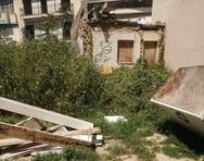 Πάτρα: Η πλατεία που χάθηκε στις... υποσχέσεις και στα χόρτα! (φωτό)